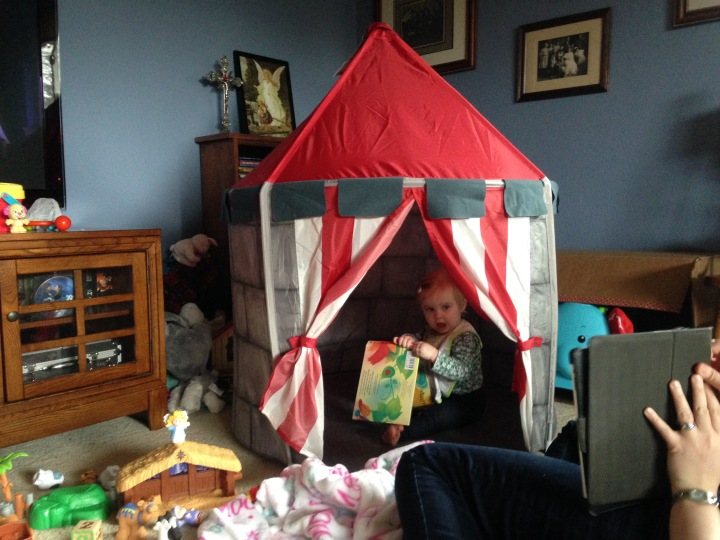 Uncle Andy and his girlfriend Anna-Rose gave Evie a castle! Whoa!